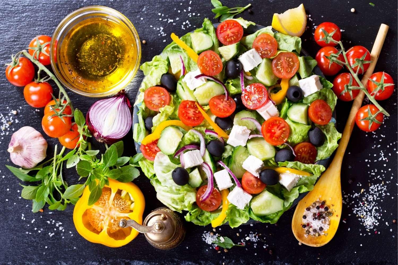 Read more about the article Einfache Salate zum Grillen: 12 leckere Rezepte zu Steak & Co.